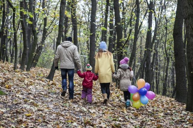 家族でハイキング