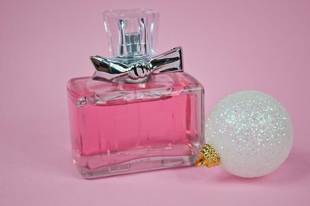 ピンクの香水